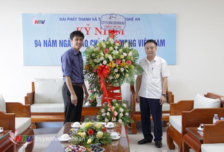 Công ty CP Xi măng Vicem Hoàng Mai chúc mừng Đài.