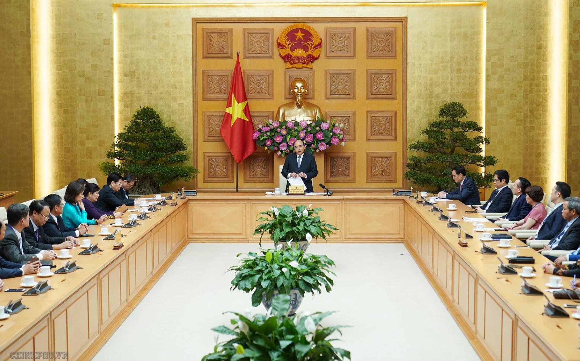 Thủ tướng Nguyễn Xuân Phúc và các đại biểu.
