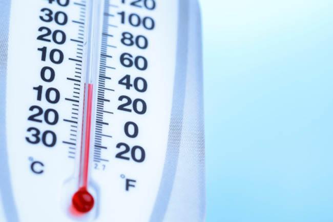 Nhiệt độ cơ thể cao: Triệu chứng chính của say nắng là nhiệt độ cơ thể cao từ 40 độ C trở lên. Sự tăng nhiệt này là do tiếp xúc quá lâu hoặc hoạt động quá sức trong điều kiện nhiệt độ cao.