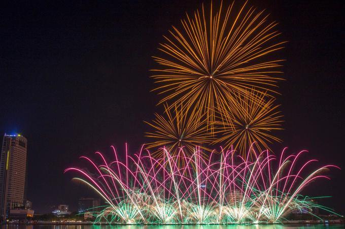 Đây là lần thứ hai đội Nga tham gia lễ hội pháo hoa quốc tế Đà Nẵng. Họ mang đến 3.000 quả pháo các loại.