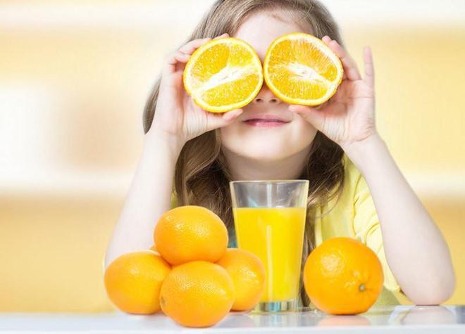 Bổ sung vitamin C sai cách có thể gây hại cho sức khỏe của trẻ.
