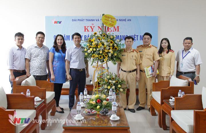 Phòng Cảnh sát giao thông (Công an tỉnh) chúc mừng.