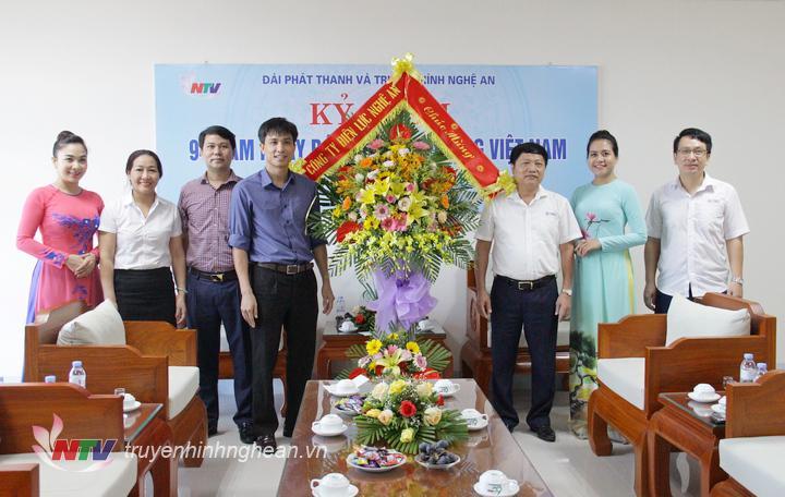 Công ty Điện lực Nghệ An chúc mừng Đài.