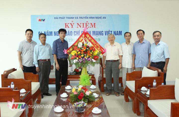 Hội CCB thành cổ Quảng Trị chúc mừng Đài PT-TH Nghệ An.