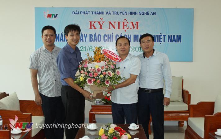 Huyện Nam Đàn chúc mừng Đài PT-TH Nghệ An.