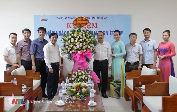 Huyện Nghi Lộc chúc mừng Đài.