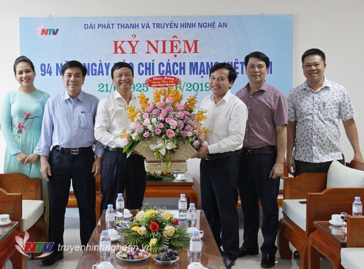 Huyện Tương Dương chúc mừng Đài PTTH Nghệ An nhân ngày Báo chí Việt Nam 21/6.