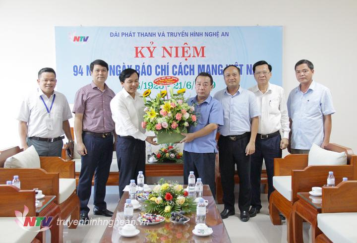 Huyện Yên Thành chúc mừng Đài.