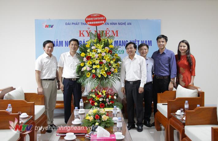Lãnh đạo Sở Giáo dục - Đào tạo chúc mừng Đài PT-TH Nghệ An.