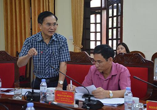 Phó Chủ tịch UBND tỉnh Lê Ngọc Hoa báo cáo đề án.