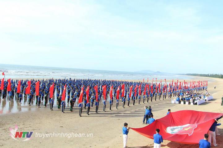   Lễ ra quân thu hút sự tham gia của hàng nghìn đoàn viên thanh niên trên địa bàn tỉnh.  