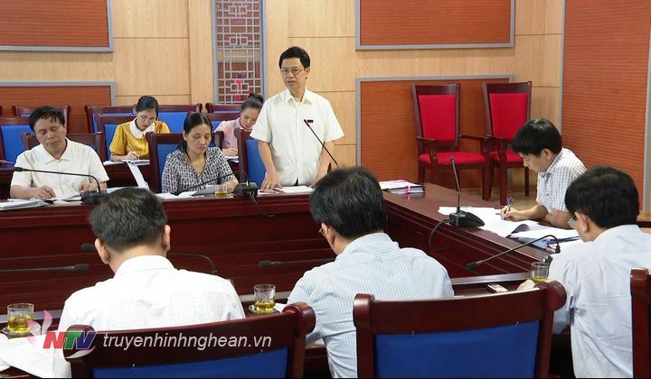 Chủ tịch HĐN tỉnh Nguyễn Xuân Sơn phát biểu tại cuộc họp.