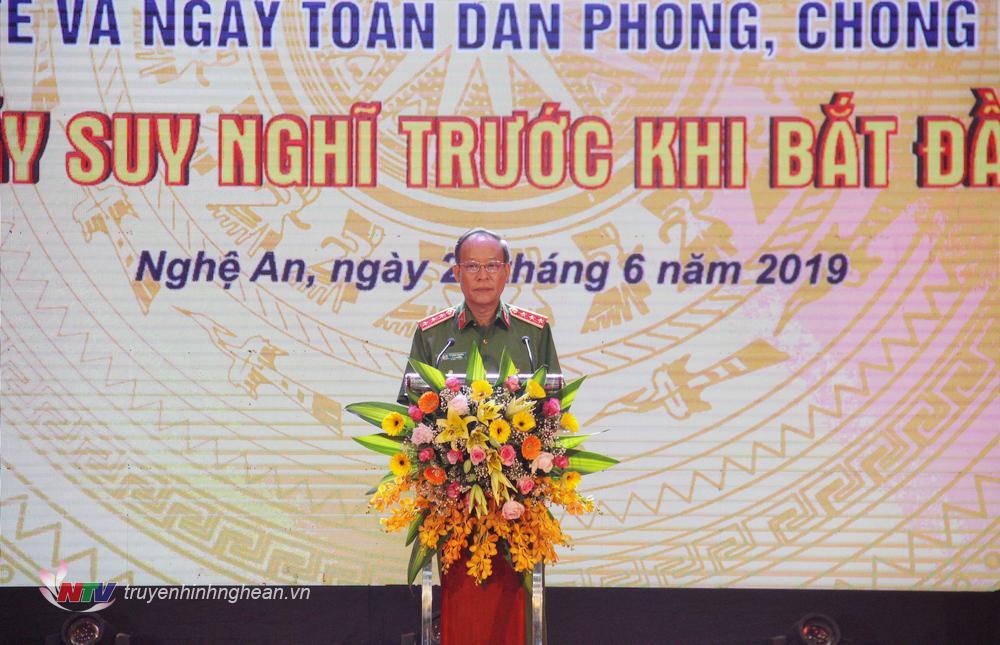     Thượng tướng Lê Quý Vương – Thứ trưởng Bộ Công an phát biểu tại lễ mít tinh.    