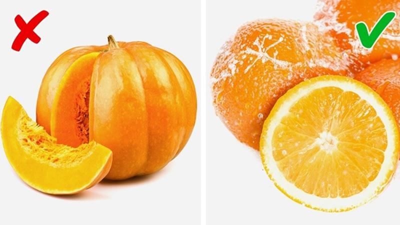 Bí Ngô vs Cam: Trái cây có múi có mùi thơm, ngọt và thanh, giúp bạn cải thiện mùi cơ thể hữu hiệu. Trong khi, bí ngô chứa choline được chuyển hóa thành trimethylamine trong quá trình tiêu hóa. Tích lũy trimethylamine trong cơ thể có thể gây ra mùi khó chịu.