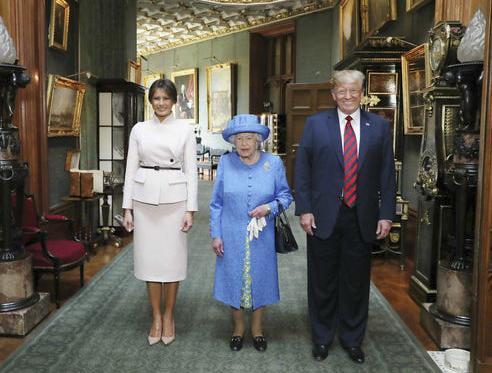 Nữ hoàng Elizabeth II tiếp đón Tổng thống Mỹ Donald Trump và phu nhân Melania tại lâu đài Windsor, Anh tháng 7/2018.