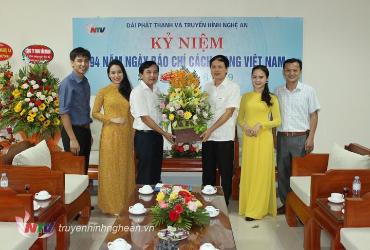 Ban Dân vận Tỉnh ủy chúc mừng Đài PT-TH Nghệ An.