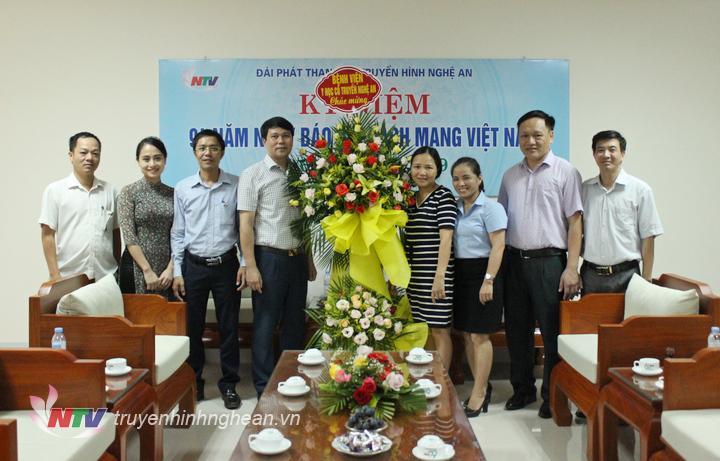 Bệnh viện Y học cổ truyền tỉnh chúc mừng Đài PT-TH Nghệ An.