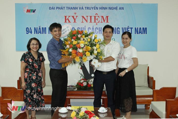Tập đoàn Tecco tặng hoa chúc mừng.
