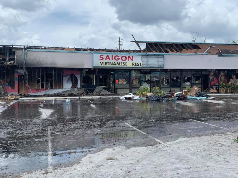 Nhà hàng của ông Thanh Sơn bị hư hại hoàn toàn sau vụ cháy.