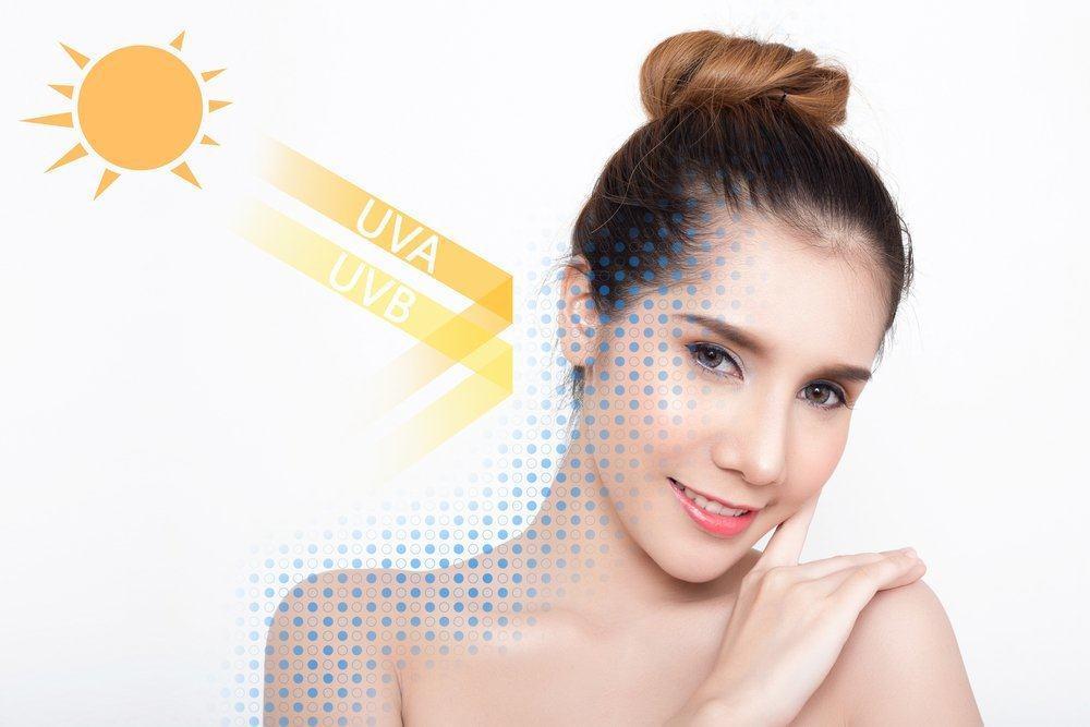 Tốt nhất nên bôi kem chống nắng trực tiếp lên da mặt, không qua các lớp kem lót.