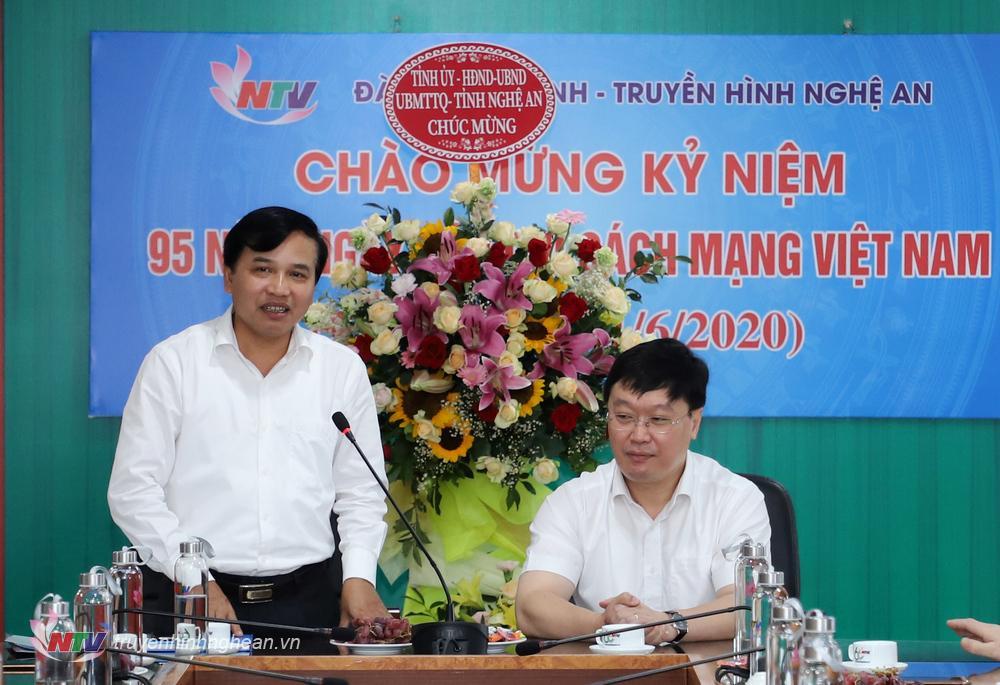 Đồng chí Nguyễn Như Khôi - Tỉnh ủy viên, Giám đốc Đài PTTH Nghệ An báo cáo nhanh kết quả hoạt động của Đài thời gian qua.