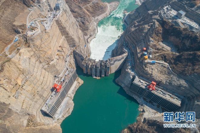 Nhà máy thủy điện Ô Đông Đức nằm tại thượng nguồn dòng Trường Giang với chiều cao vượt trội so với đập Tam Hiệp. Ảnh: Tân Hoa xã.