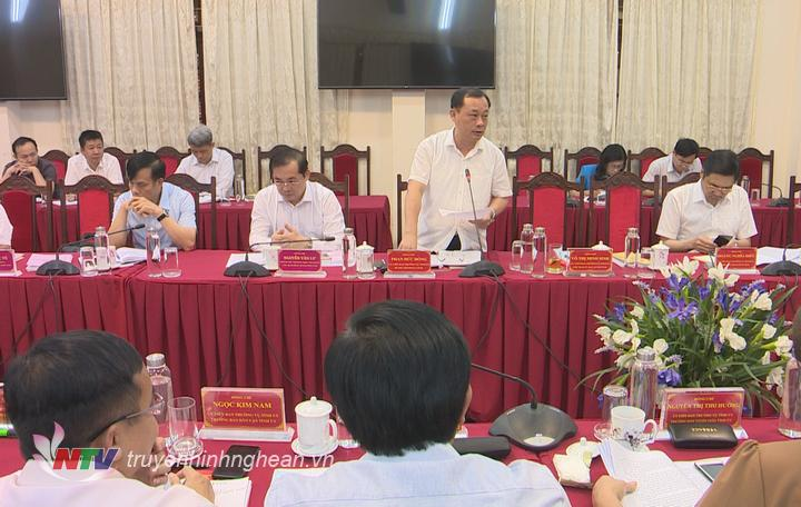Bí thư Thành uỷ Vinh Phan Đức Đồng phát biểu tại buổi làm việc.