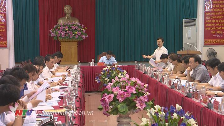 Phó Bí thư Thường trực Tỉnh uỷ Nguyễn Xuân Sơn đóng góp ý kiến tại buổi làm việc.