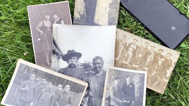 Dễ dàng chuyển đổi những bức ảnh in đã cũ sang ảnh kĩ thuật bằng điện thoại thông minh.