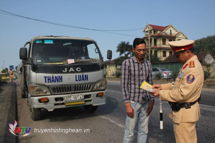 Lực lượng Cảnh sát giao thông Công an tỉnh tăng cường kiểm tra, xử lý các trường hợp vi phạm
