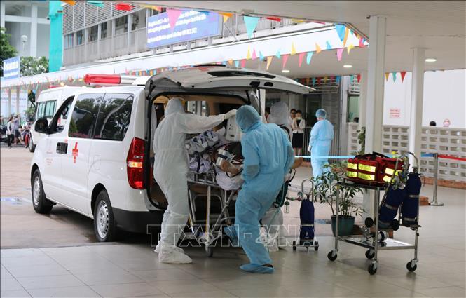Việt Nam nỗ lực điều trị người bệnh COVID-19.