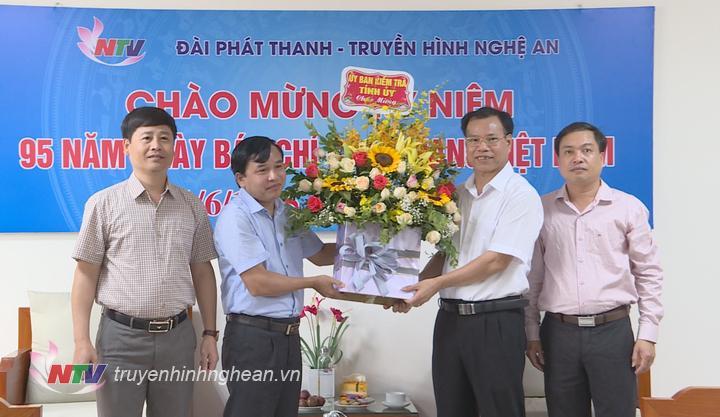 Ủy ban kiểm tra Tỉnh ủy chúc mừng Đài PT-TH Nghệ An.