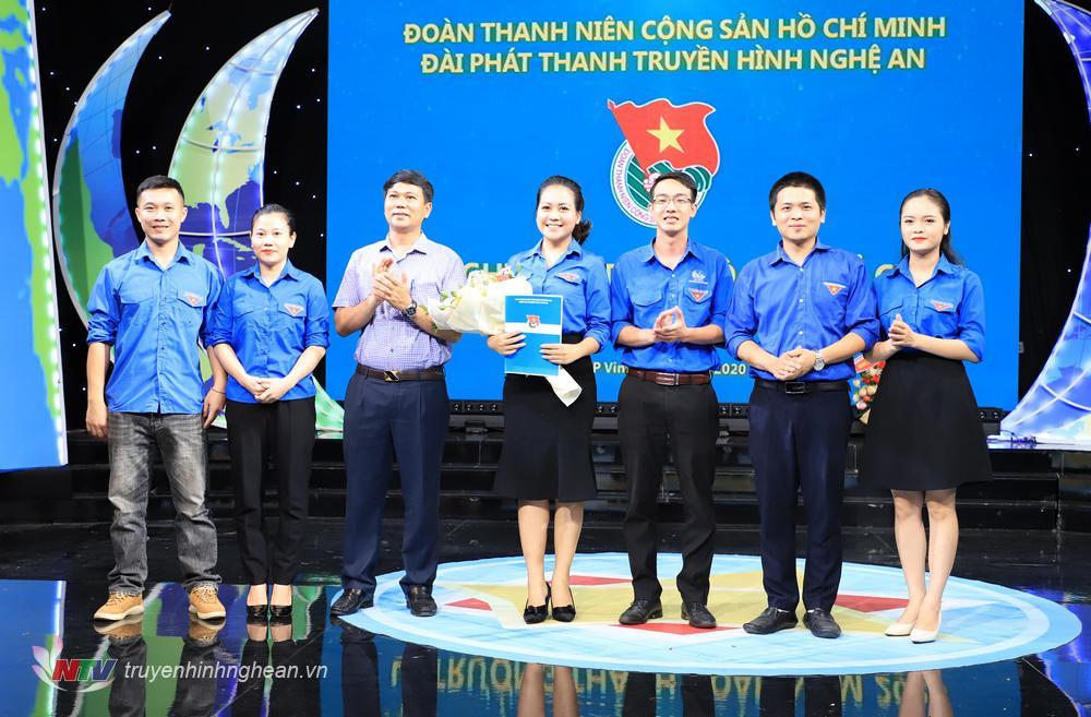 BCH Chi đoàn lâm thời ra mắt tại hội nghị.