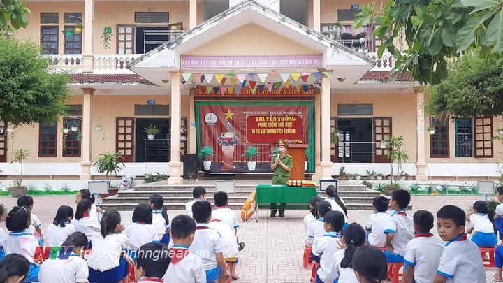 Toàn cảnh buổi tuyên tuyền phòng chống đuối nước tại Trường Tiểu hcoj Quỳnh Lộc A