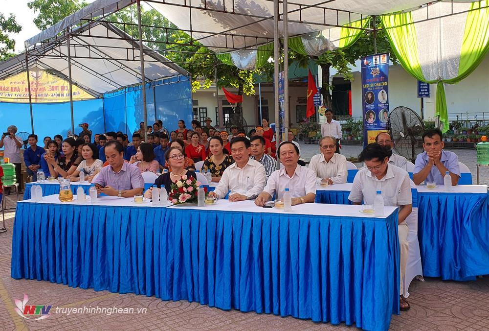 Các đại biểu tại điểm cầu Trường Tiểu học Quỳnh Hồng, huyện Quỳnh Lưu.