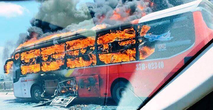Một vụ cháy tương tự xảy ra với chiếc xe khách giường nằm trên quốc lộ 1A đoạn qua TP Thanh Hóa sáng 20/6.