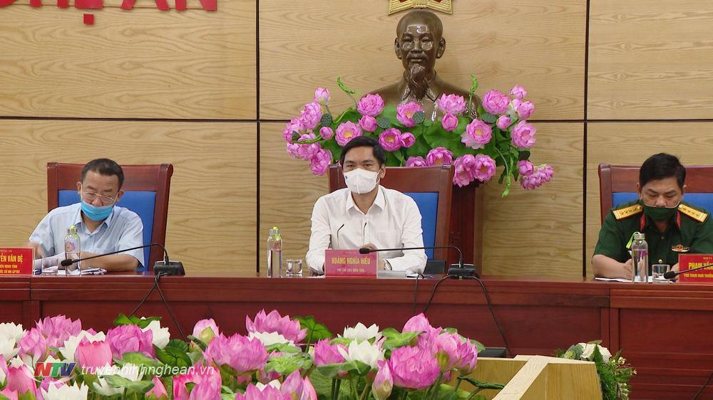 Tại điểm cầu Nghệ An, đồng chí Hoàng Nghĩa Hiếu - Ủy viên Ban Thường vụ Tỉnh ủy, Phó Chủ tịch UBND tỉnh chủ trì.
