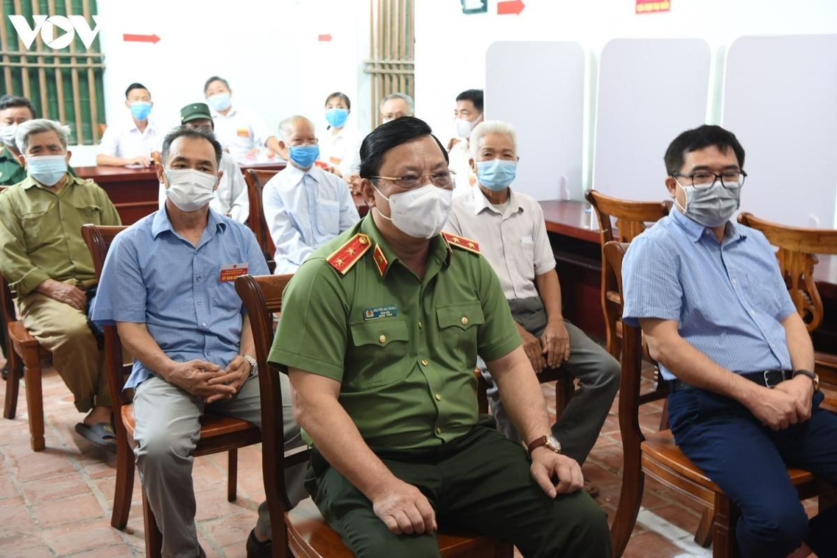 Trung tướng Nguyễn Hải Trung - Giám đốc Công an TP Hà Nội có mặt, dự lễ khai mạc bầu cử lại tại xã Tráng Việt, huyện Mê Linh.