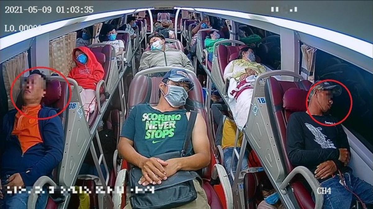 Camera quan sát được hoạt động của lái xe và hành khách. Đặc biệt cảnh báo khách không đeo khẩu trang khi đi phương tiện vận tải công cộng.