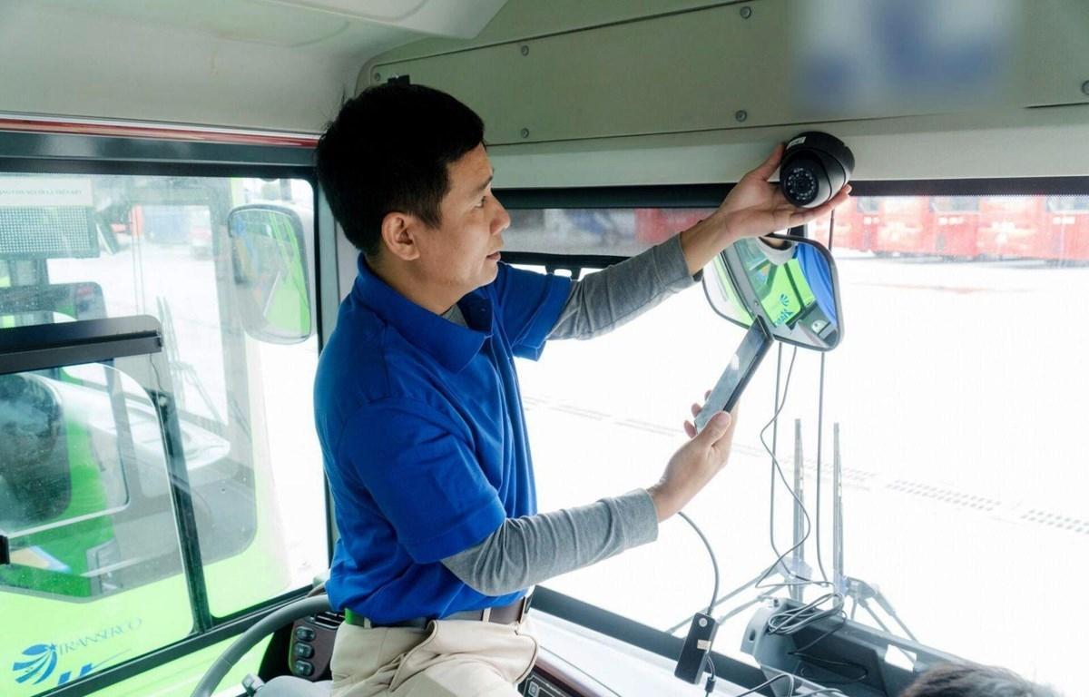 Camera lắp trong xe kinh doanh vận tải sẽ giám sát được trạng thái của lái xe.