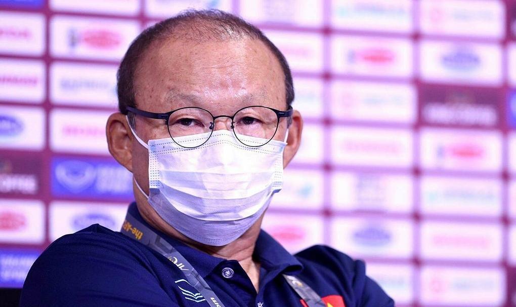 HLV Park Hang-seo trả lời họp báo trước trận Malaysia, trên sân Al-Maktoum tối 10/6.