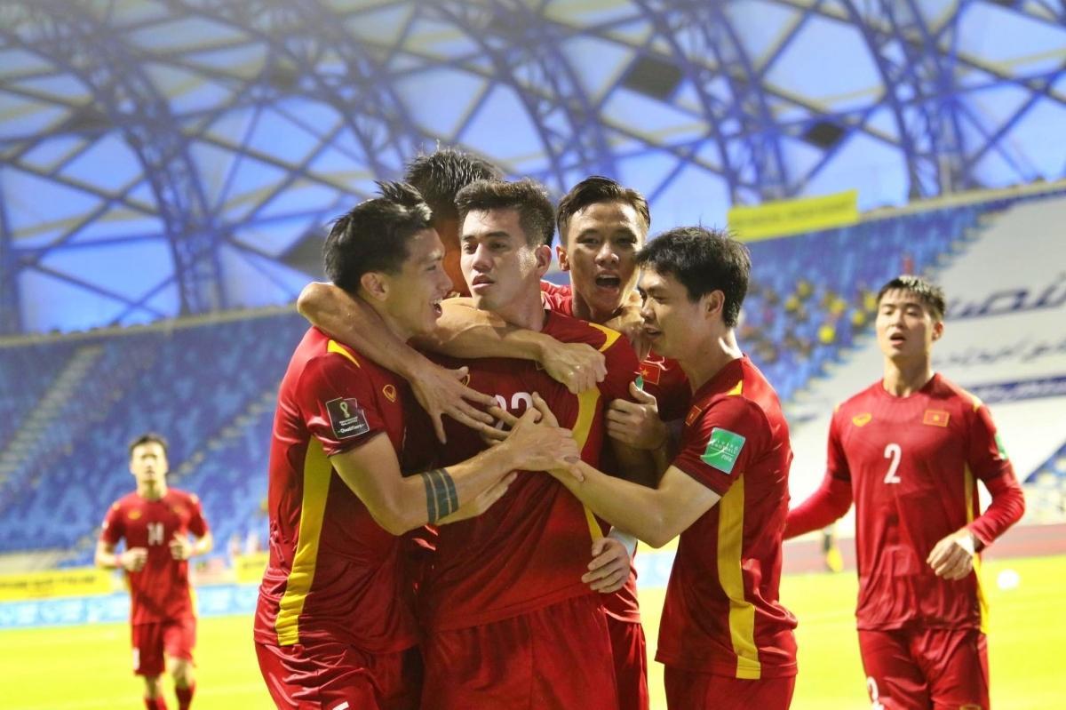 ĐT Việt Nam thắng kịch tính 2-1 trước Malaysia.