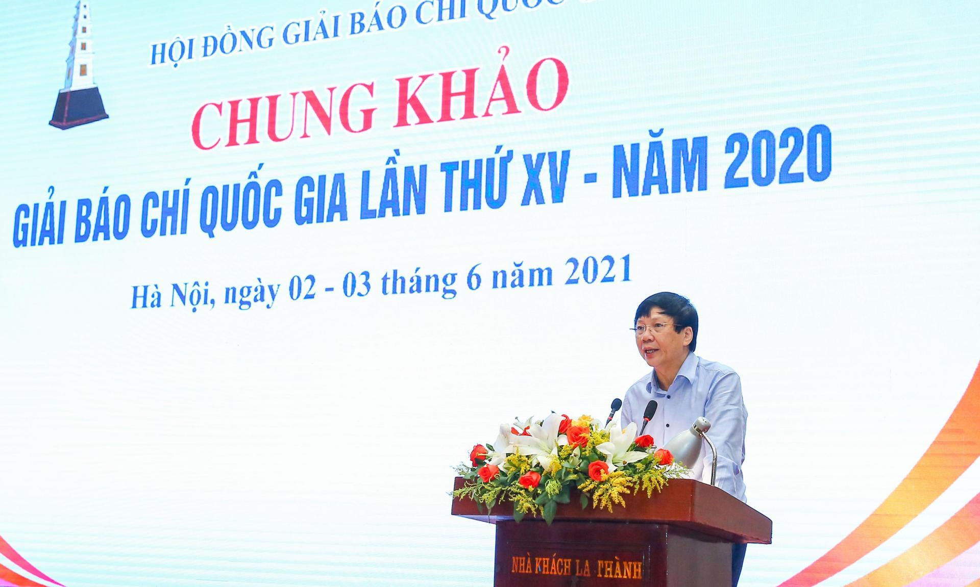 Phó Chủ tịch Thường trực Hội Nhà báo Việt Nam Hồ Quang Lợi - Phó Chủ tịch Thường trực Hội đồng thông qua thể thức bỏ phiếu.