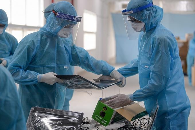 Lấy mẫu xét nghiệm công nhân khu công nghiệp Bắc Giang.
