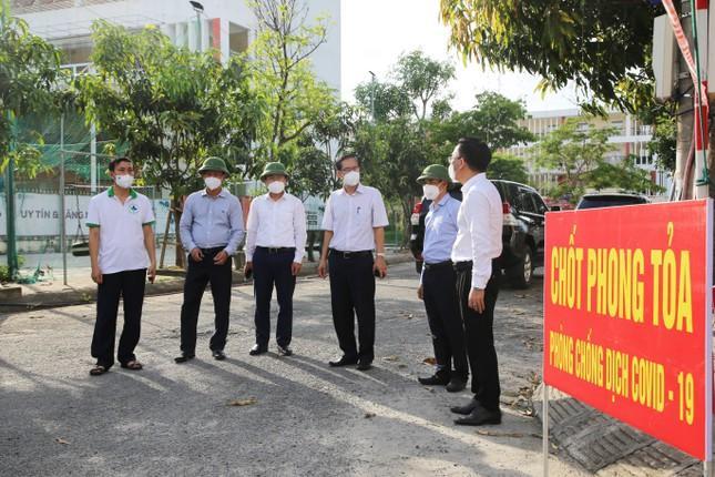 Đoàn chuyên gia Bộ Y tế kiểm tra một số điểm chốt phong tỏa dịch ở Hà Tĩnh.