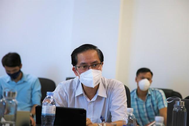 TS Đặng Quang Tấn - Cục trưởng cục Y tế Dự phòng trong buổi làm việc tại TP Hà Tĩnh.
