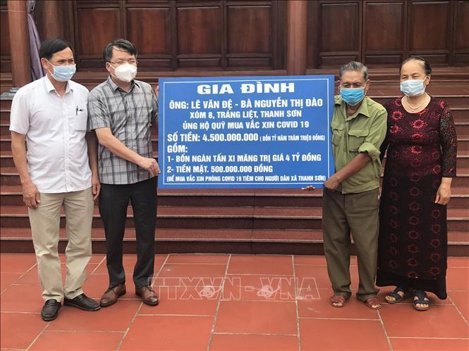 Huyện Thanh Hà tiếp nhận sự ủng hộ của gia đình ông Lê Văn Đệ và bà Nguyễn Thị Đào 4,5 tỷ đồng mua vaccine phòng COVID -19.