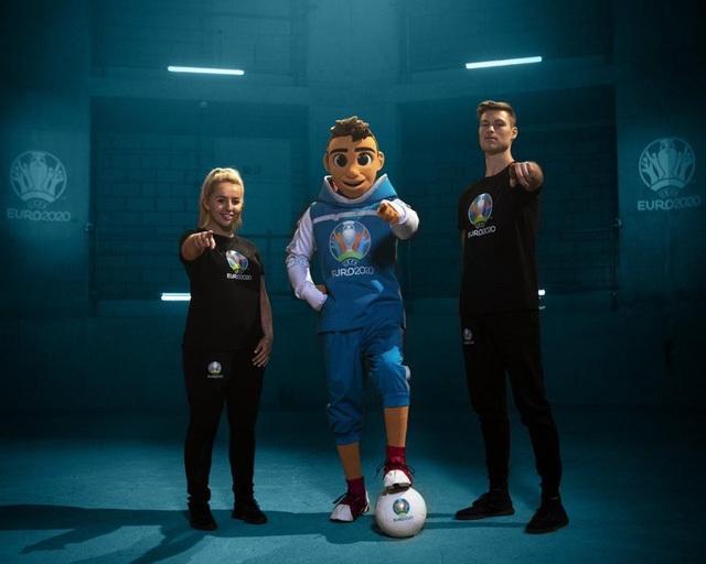 Linh vật của EURO 2020 là Skillzy.