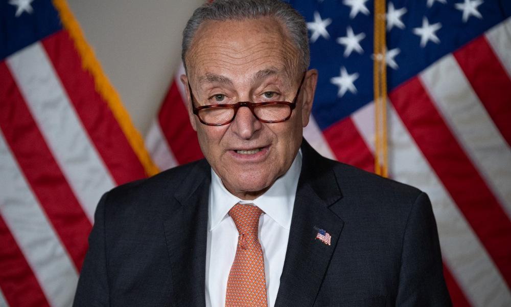 Lãnh đạo phe đa số tại Thượng viện Schumer họp báo sau cuộc bỏ phiếu hôm 8/6. Ảnh:AFP.