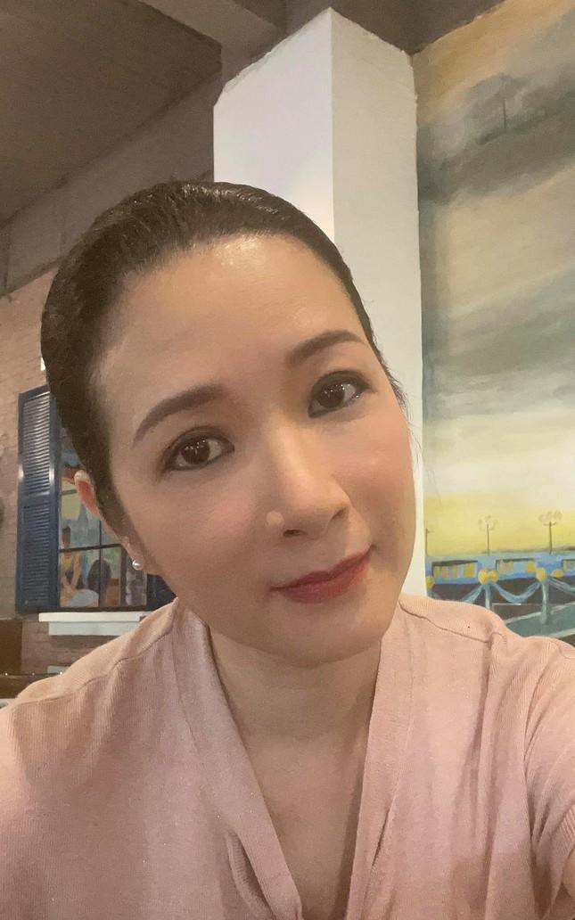Nghệ sĩ Thanh Thanh Hiền từng thổ lộ, cô được Tổ nghề thương mới có thể cho mình một giọng hát bền bỉ và một sức khỏe tương đối cũng như có một dung mạo dễ coi được khán giả mãi yêu quý.